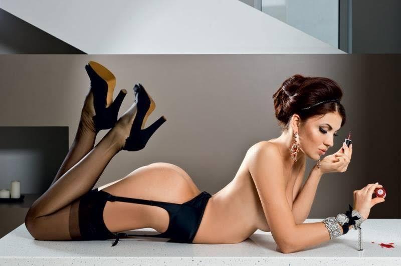 Des-photos-sexy-pas-comme-les-autres-avec-des-formes-sublimes-377